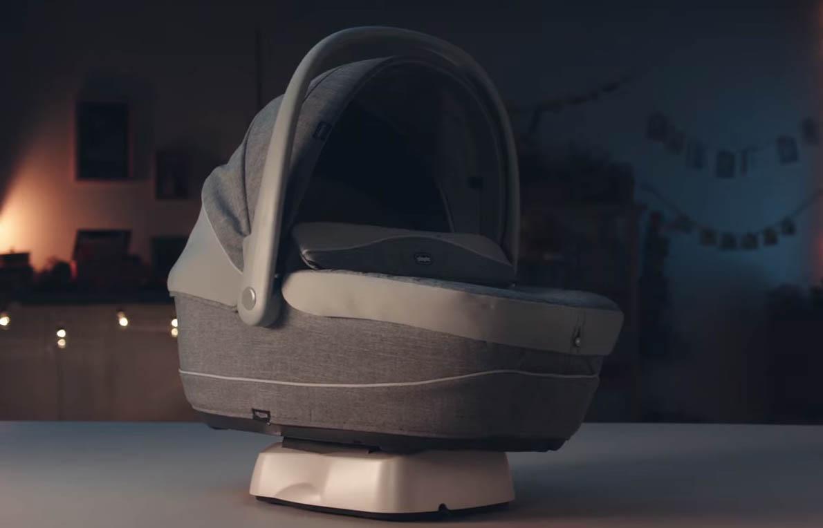 un berceau simulateur de voiture pour endormir b b by renault et chicco. Black Bedroom Furniture Sets. Home Design Ideas
